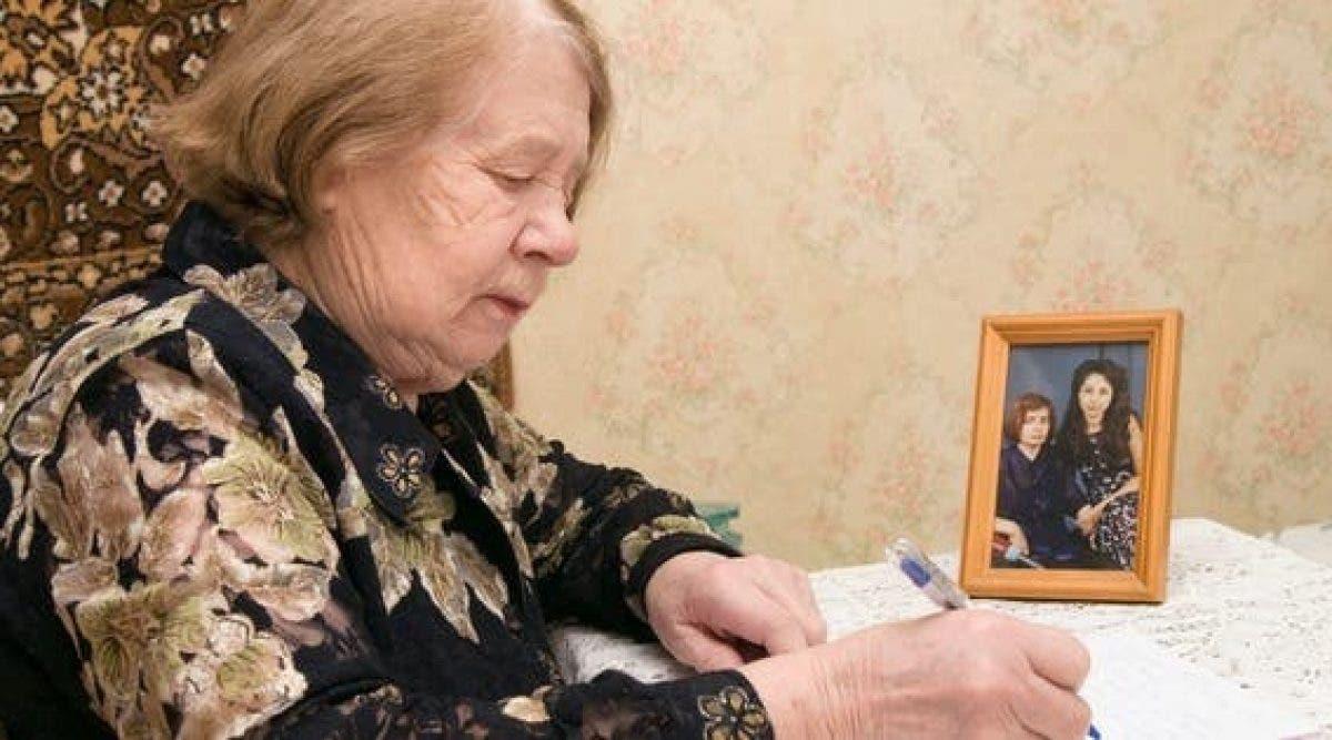 Une femme âgée adresse une émouvante lettre à sa fille