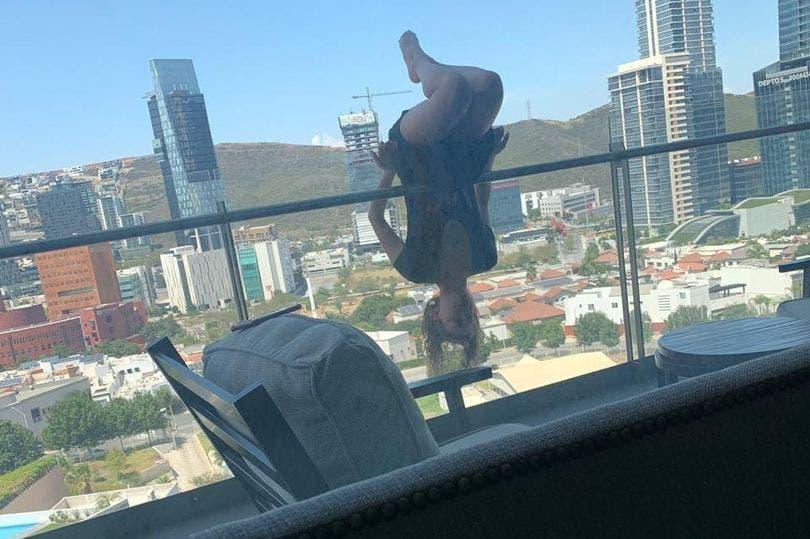 Une femme chute de 25 mètres après avoir fait une pose de Yoga