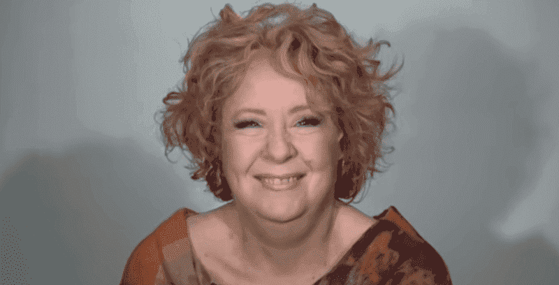 Une femme de 60 ans fait un relooking et elle est meconnaissable 4 1 1