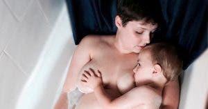 Une maman allaite encore son fils de 5 ans