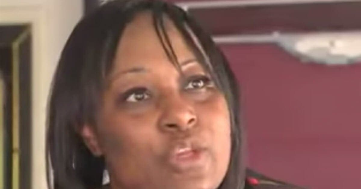 Une maman apprend que son enfant vomit en classe