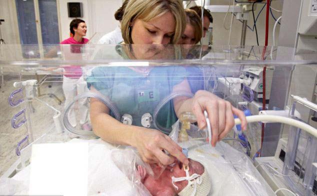 Une maman de 23 ans est entrain d'accoucher
