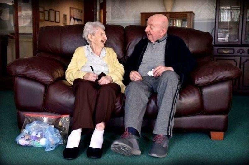 Une maman de 98 ans emménage dans une maison de retraite