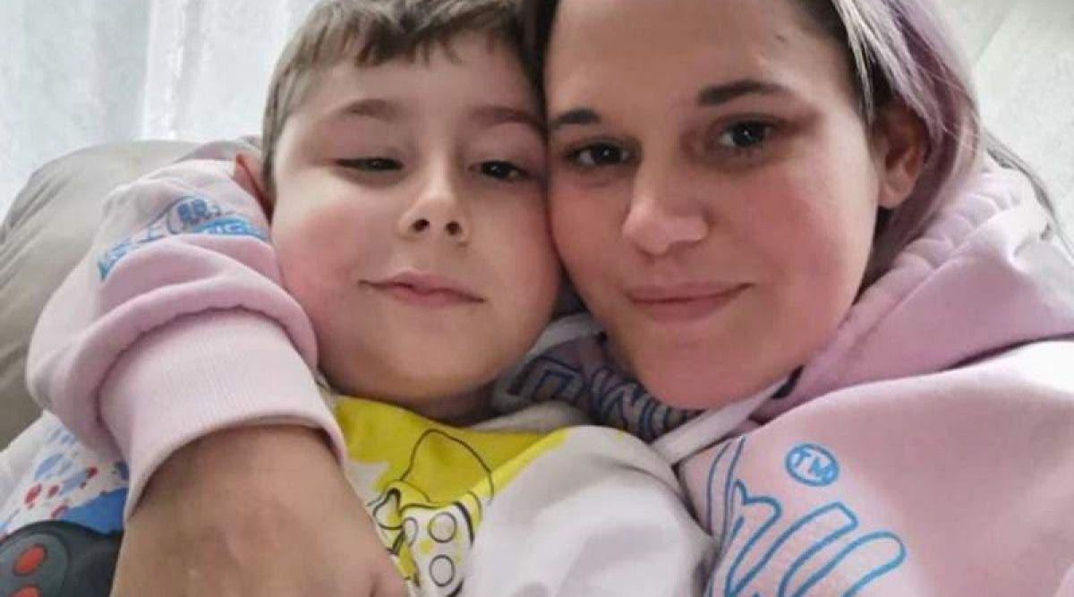 ne maman dévastée ne sera pas avec son fils mourant à cause du coronavirus