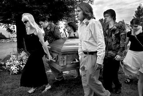 Une maman dit adieu à son fils atteint du cancer