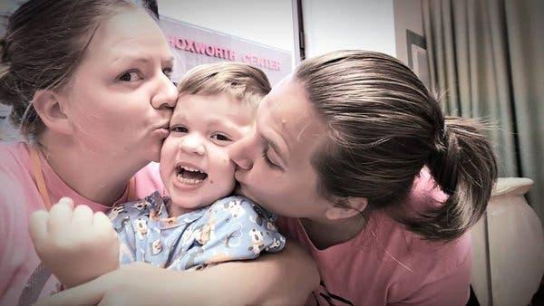 Une maman est choquée quand elle voit son fils à la naissance avec des taches noires