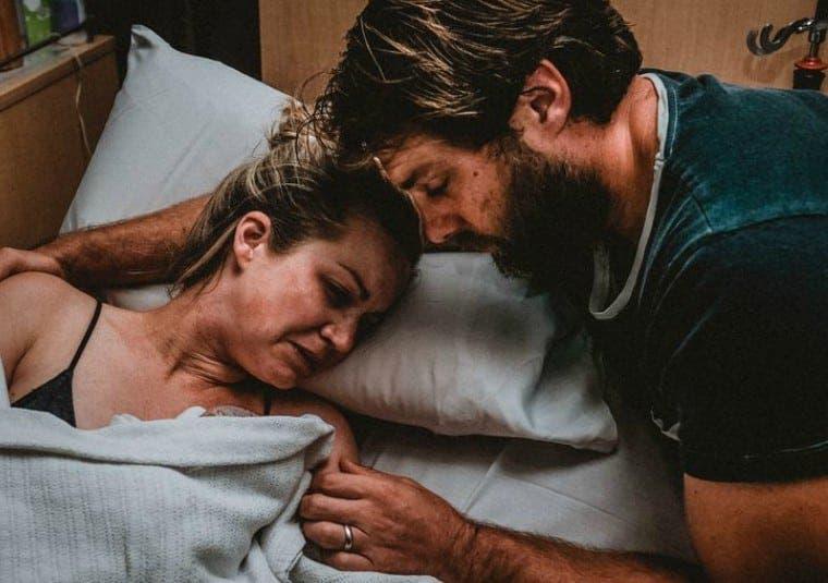 Une maman partage des photos d'elle donnant naissance à un enfant mort-né