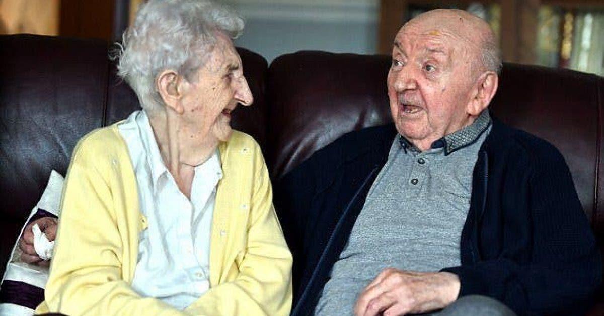 Une mère âgée de 98 ans s'installe en maison de retraite pour prendre soin de son fils âgé de 80 ans