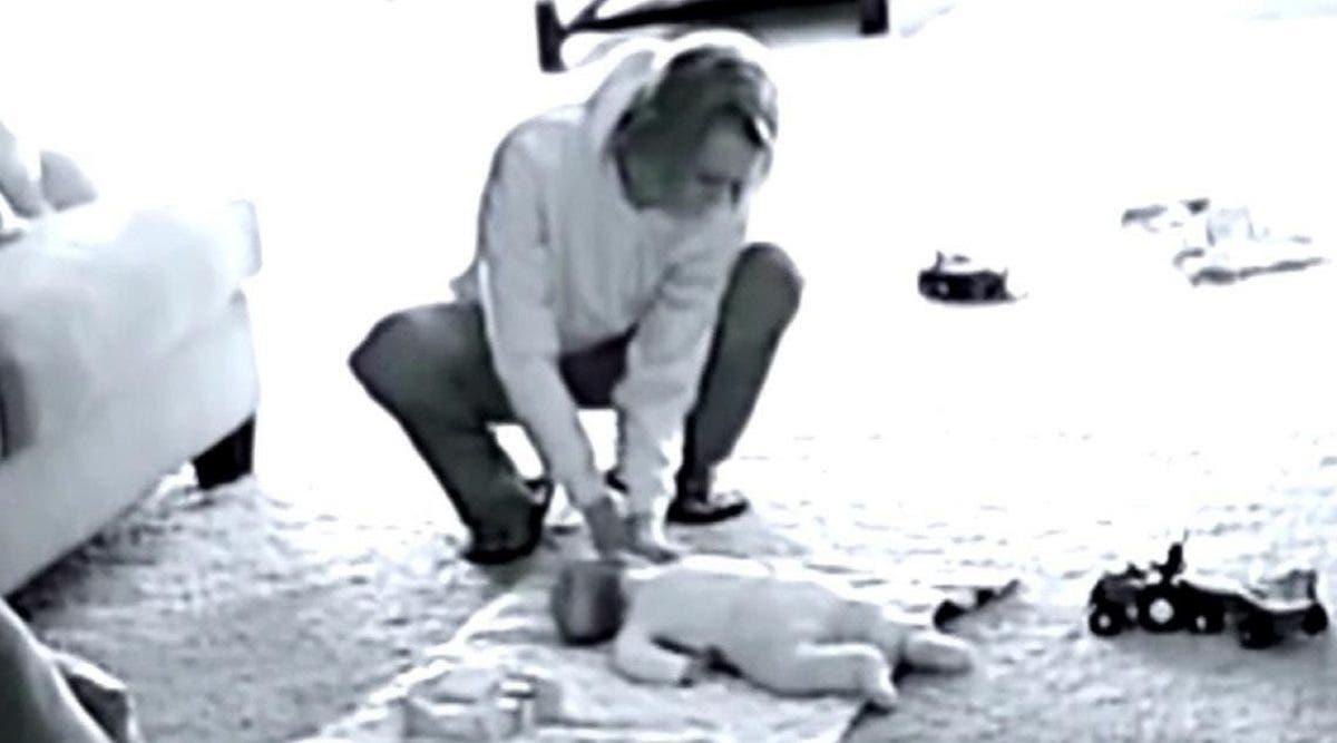 Une nounou est filmée secrètement avec une petite fille - et la vérité est horrible