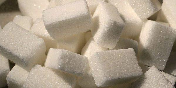 Une nutritionniste alerte les gens pour arrêter le sucre pendant un mois