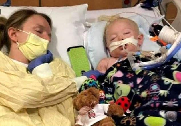 Une petite fille de 2 ans est morte après avoir joué dehors