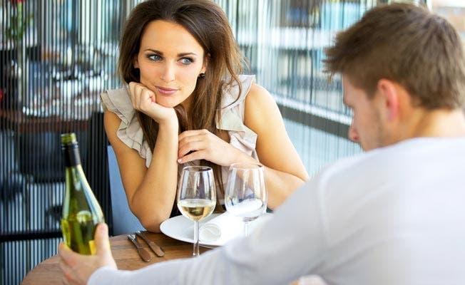 Voici 8 techniques psychologiques pour faire tomber les femmes folles amoureuses de vous