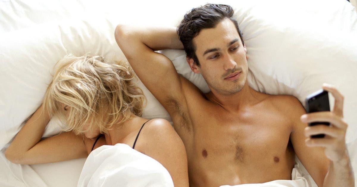 Voici ce que vous devez faire si votre partenaire vous ignore et prefere son telephone 1