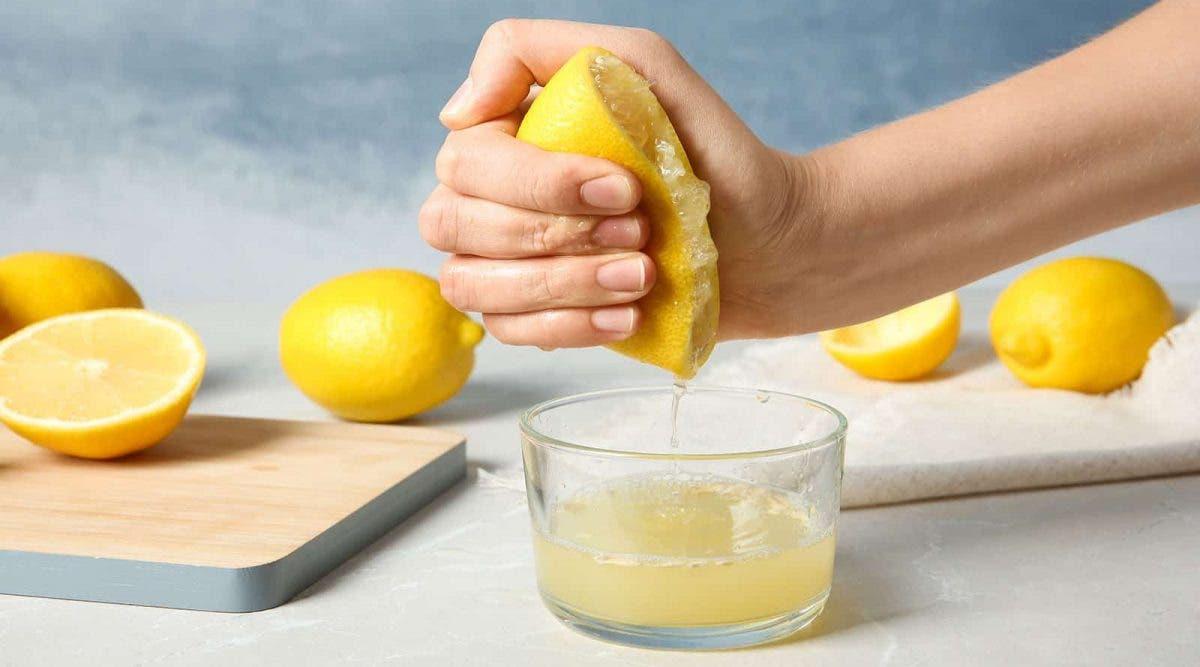 Voici ce qui se produit lorsque vous consommez de l'eau tiède au citron