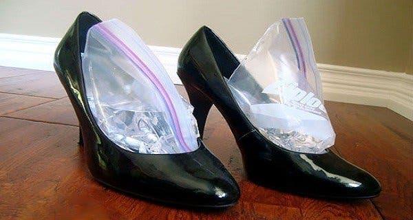 Voici comment largir des chaussures trop petites astuce - Comment cirer des chaussures ...