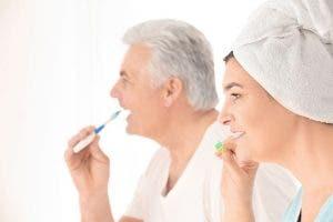 Voici comment les séniors peuvent préserver leur santé bucco-dentaire