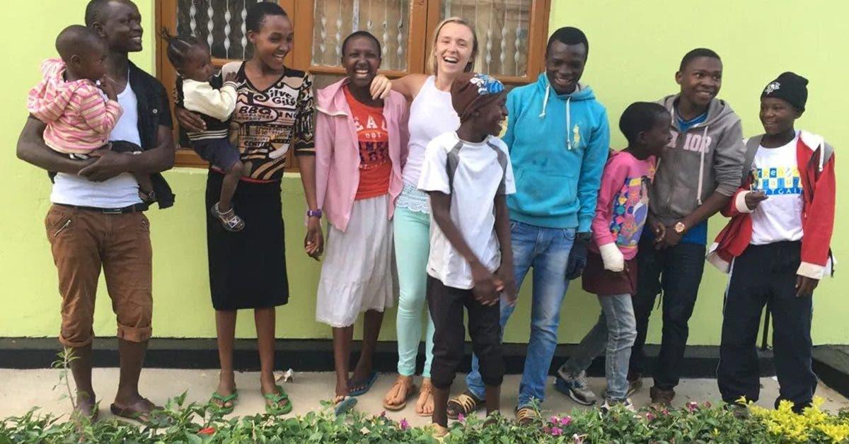 a-26-ans-elle-adopte-14-orphelins-apres-un-voyage-en-afrique