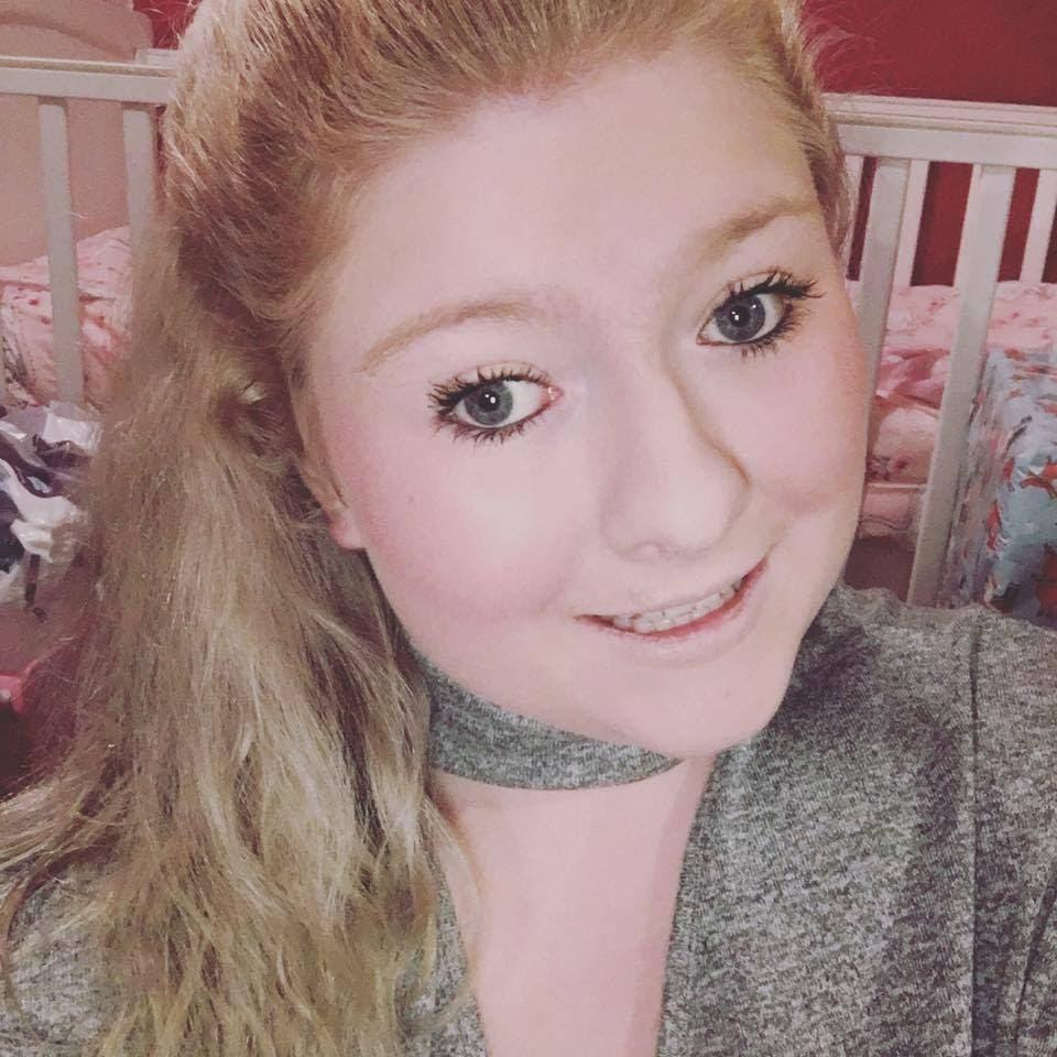 Cette fille de 21 accouche de jumeaux dans les toilettes