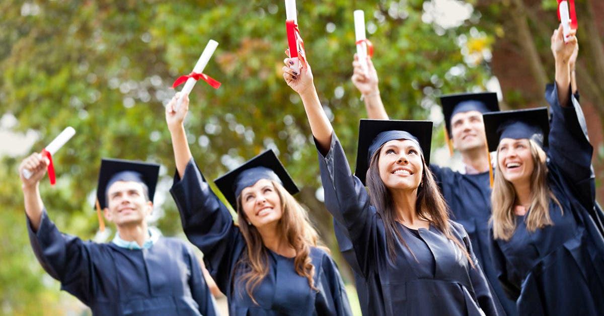 De l'addiction à la drogue à 12 ans à l'obtention d'un diplôme universitaire : La rédemption d'une femme courageuse