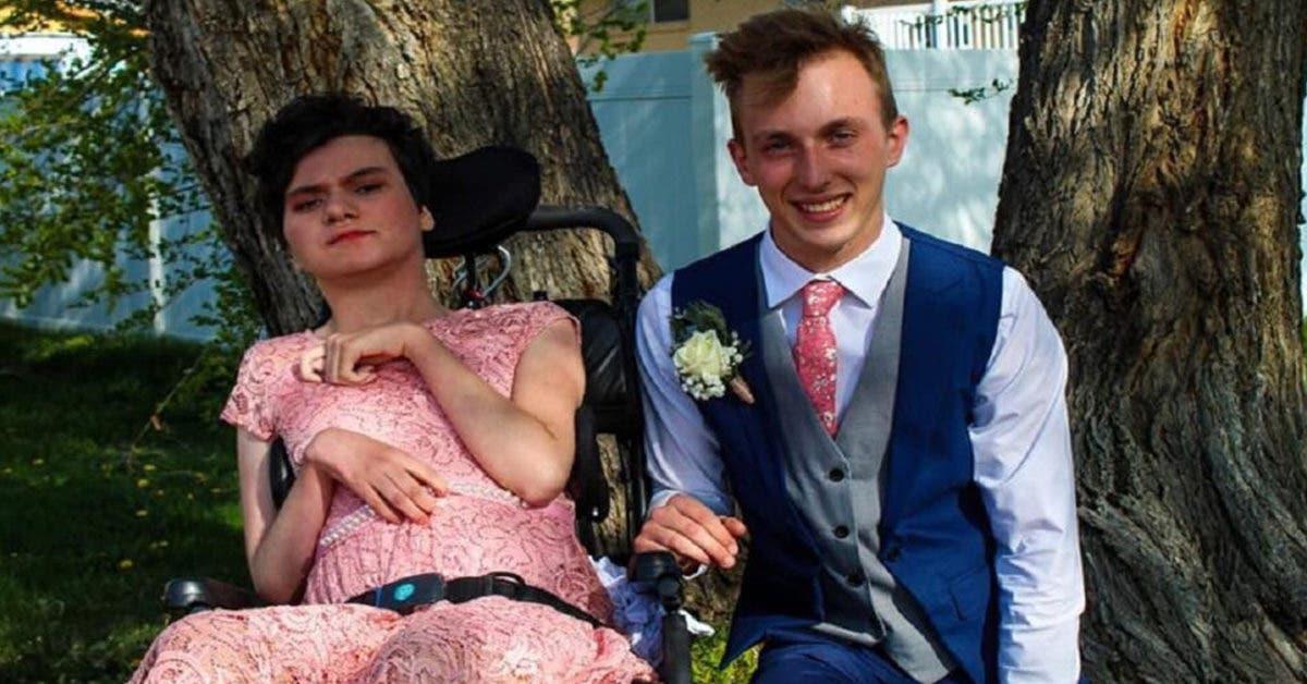 Cet adolescent invite une fille handicapée au bal de fin d'année : personne ne l'avait invitée