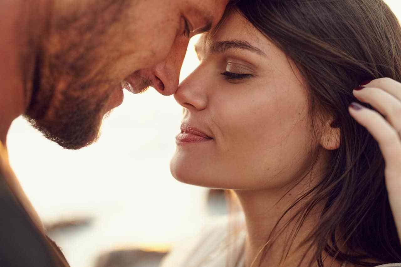 enlacez votre partenaire vous révélera des choses surprenantes sur votre personnalité
