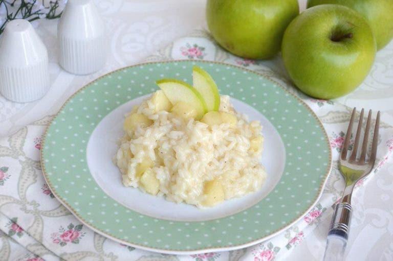 assiette de riz avec pomme