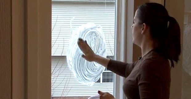 astuce magique pour ne plus avoir de bu e sur vos vitres. Black Bedroom Furniture Sets. Home Design Ideas