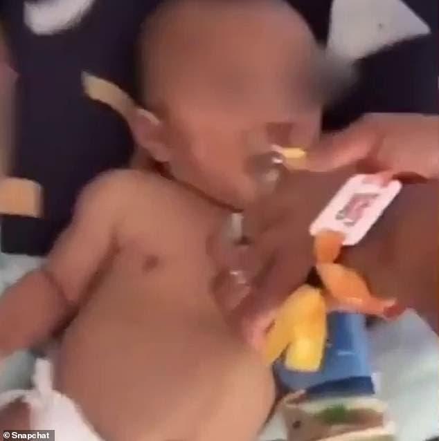 bebe boit alcool