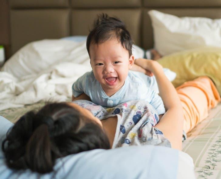 bébé sur le ventre