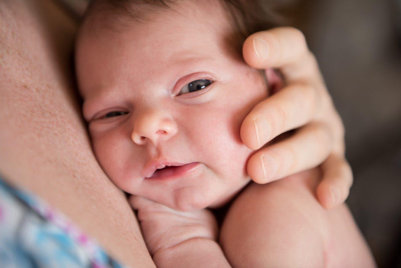 câliner les bébés