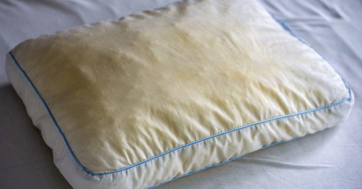 Comment blanchir les oreillers jaunis ?