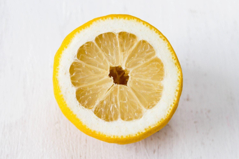 fabuleuses raisons pour lesquelles les scientifiques recommandent de consommer de l'eau au citron