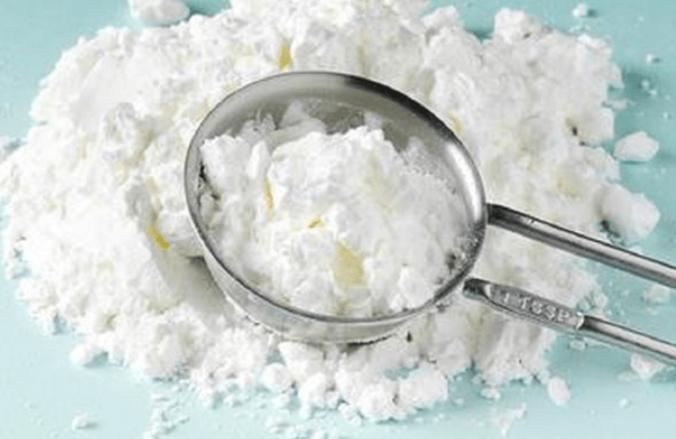 Fécule de maïs dans diverses utilisations cosmétiques.