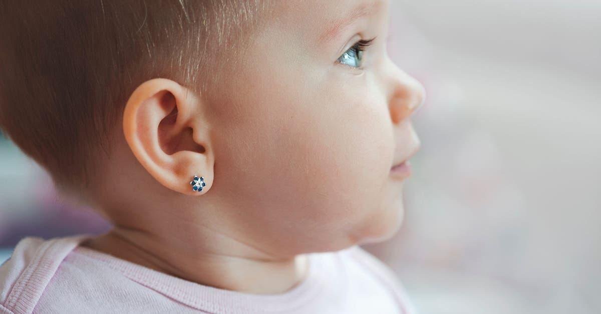 Pourquoi percer les oreilles de votre bébé n'est peut-être pas une bonne idée
