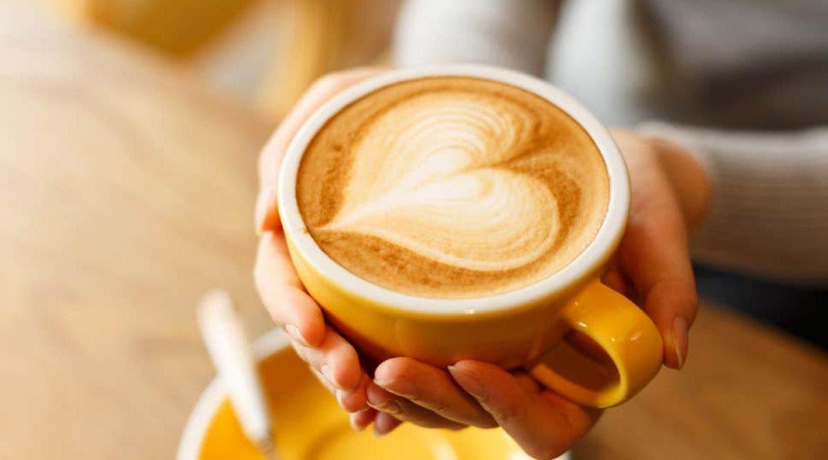 Oui, il faudrait éviter de boire du café à jeun