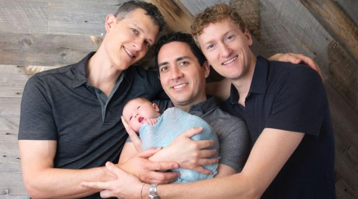 ce-bebe-est-le-premier-au-monde-a-avoir-3-papas-sur-son-certificat-de-naissance