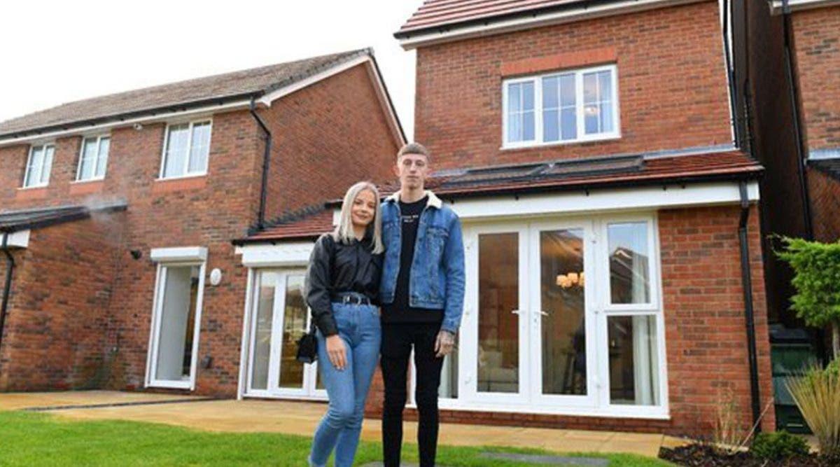 ce-jeune-couple-explique-comment-il-a-economise-15-000-euros-en-seulement-6-mois-pour-acheter-sa-premiere-maison