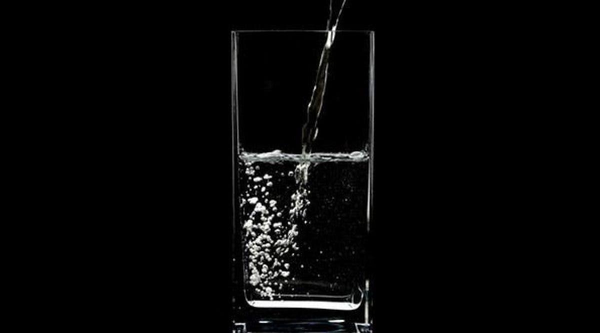 Découvrez tous les avantages de boire un verre d'eau à jeun