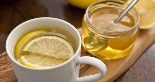 ce qui arrive votre corps lorsque vous buvez de l eau au citron et miel jeun. Black Bedroom Furniture Sets. Home Design Ideas