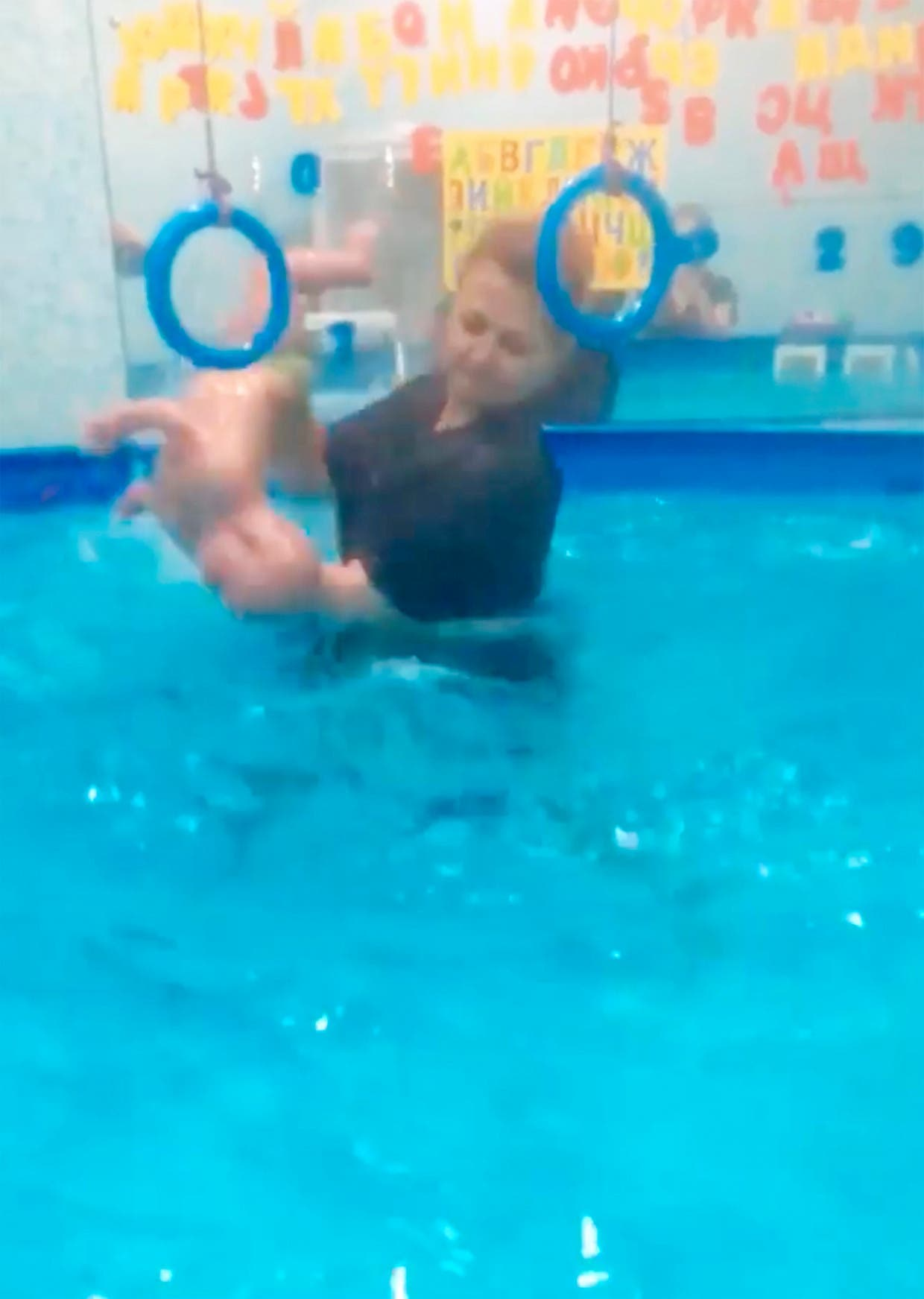 coach de natation est accusé de violenter des bébés handicapés