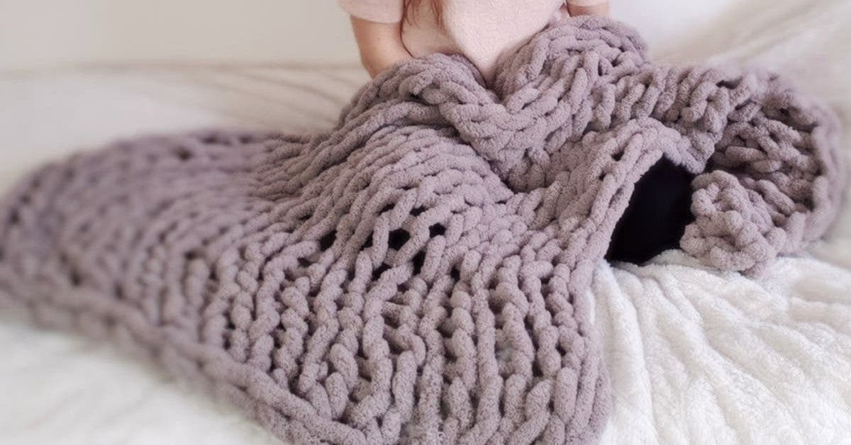 cette-couverture-douillette-peut-etre-tricotee-facilement-sans-aiguilles-en-une-heure