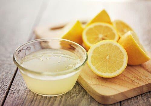 On sait maintenant pour quelle raison les médecins demandent aux patients de boire de l'eau au citron