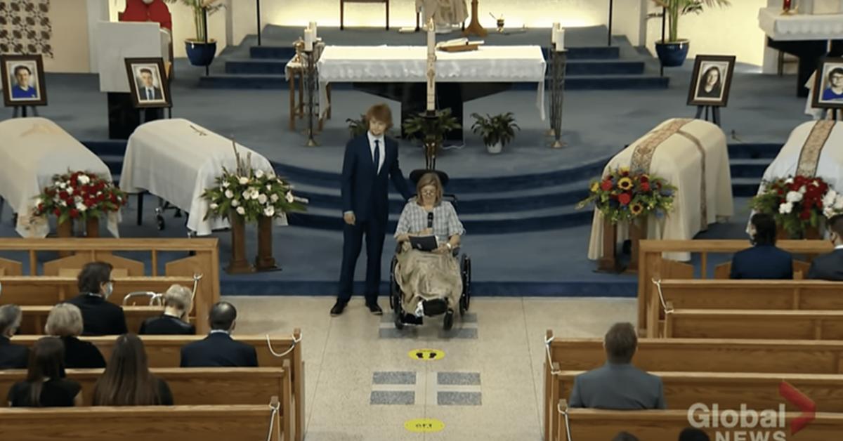 cette-maman-devastee-assiste-aux-funerailles-de-son-mari-et-de-ses-trois-enfants-tues-le-meme-jour