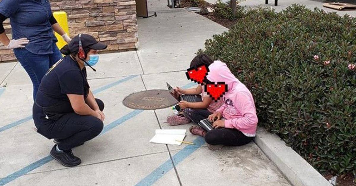 cette-photo-denfants-utilisant-le-wifi-dun-restaurant-pour-faire-leurs-devoirs-fait-le-tour-du-monde
