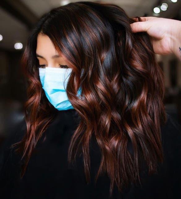 cheveux noirs cuivre foncé