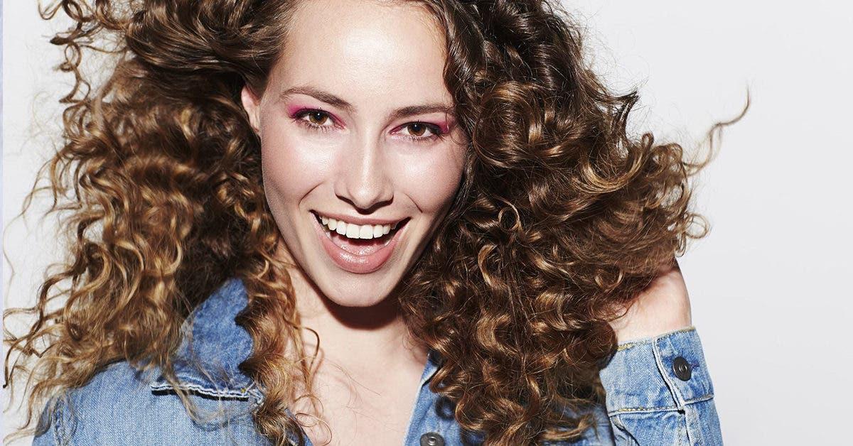 Coloration des cheveux bouclés : 40 couleurs pour renouveler votre look
