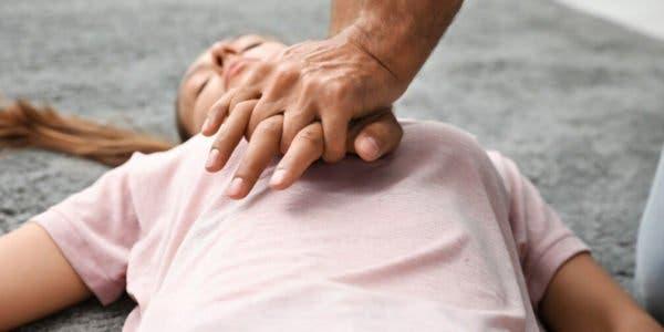 comment-faire-un-massage-cardiaque