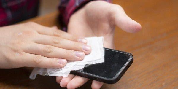 comment-nettoyer-et-desinfecter-correctement-votre-telephone-pour-eviter-la-proliferation-des-bacteries-et-des-virus