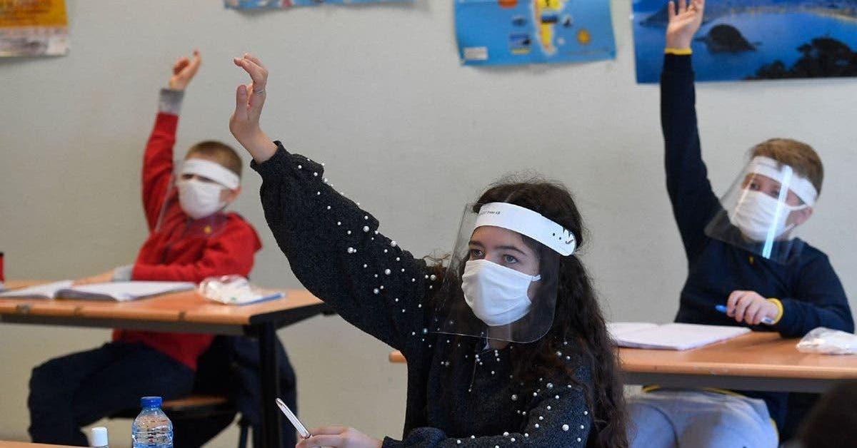 coronavirus deux enfants ont ete testes positifs apres la reouverture de leur ecole primaire en grande bretagne 1