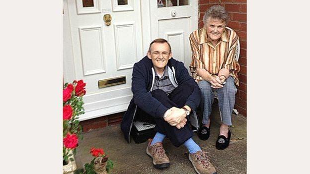 Cette vieille dame souffrant d'Alzheimer retrouve la mémoire après que son fils ait changé son alimentation